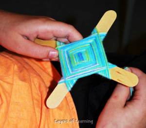 How to make an Ojo de Dios.
